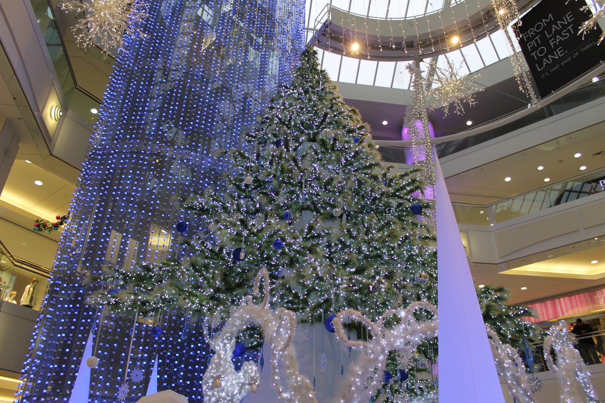 Get a head start on the holidays with Metropolis at Metrotown {Black Friday + SANTA!}